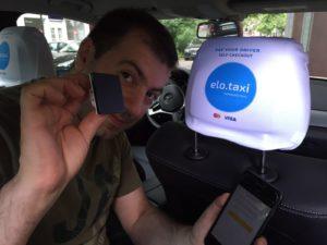 Taxifahrer nutzen den innovatven Stempel zur Zahlungsautorisierung über elopay.me