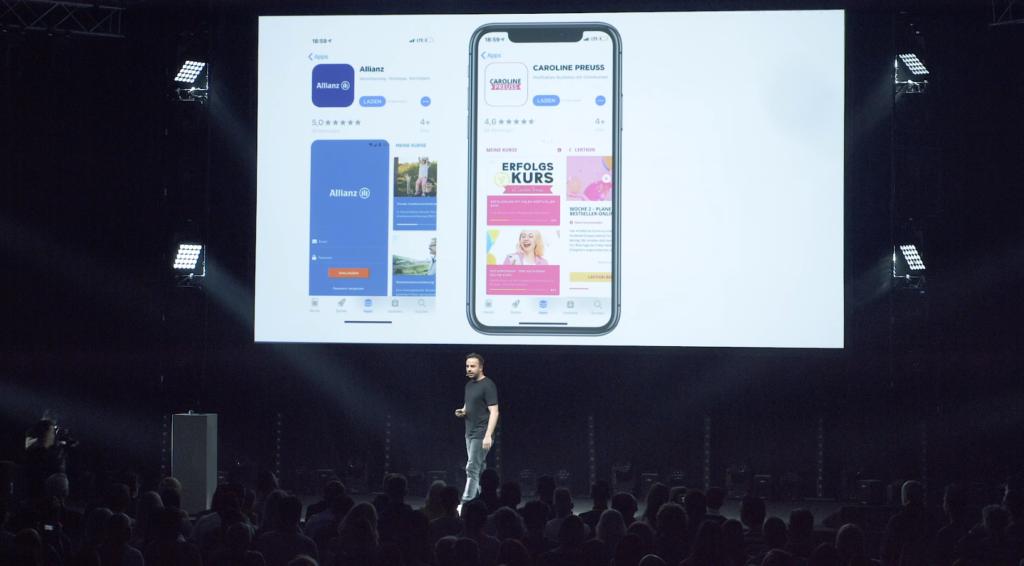 Tolga Önal präsentiert die App, ein neues Produkt, auf der EPX19.